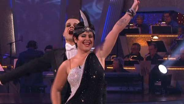Kelly Osbourne and Louis Van Amstel perform on
