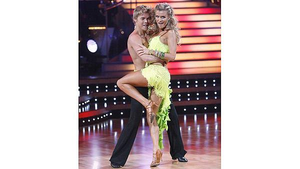 Joanna Krupa and Derek Hough perform during 'Dancing With the Stars,' Oct. 12, 2009