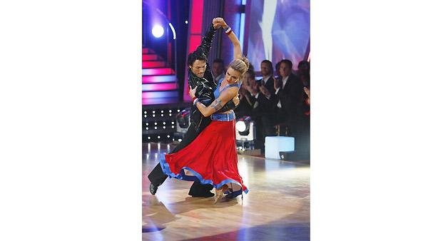 Natalie Coughlin and Alec Mazo perform on 'Dancing With the Stars', October 19, 2009