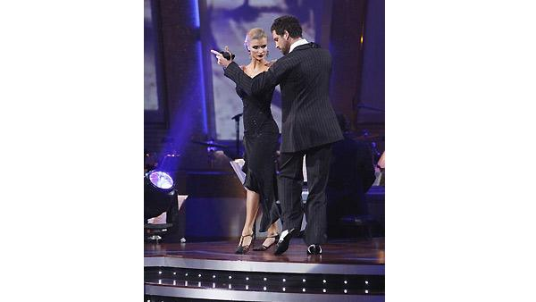 Joanna Krupa and Maksim Chmerkovskiy perform on 'Dancing With the Stars', October 19, 2009
