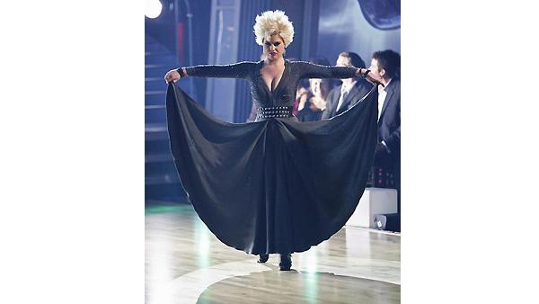 Kelly Osbourne and Louis Van Amstel perform on 'Dancing With the Stars', October 19, 2009