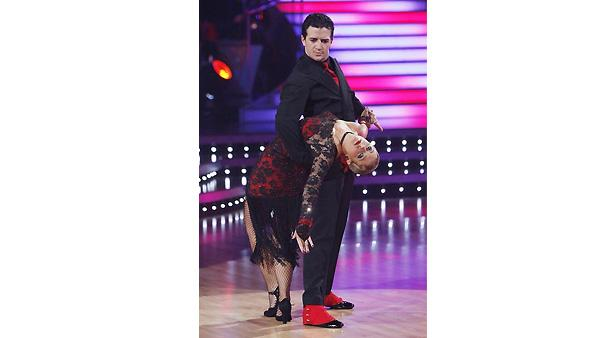 Melissa Joan Hart and Mark Ballas perform on 'Dancin