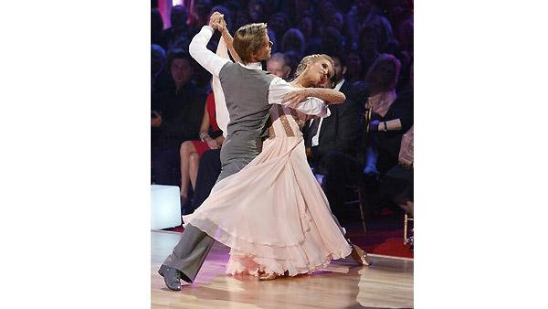 Joanna Krupa and Derek Hough perform during 'Dancing With the Stars,' October 26, 2009