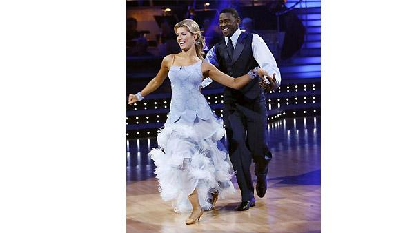 Michael Irvin and Anna Demidova perform during 'Dancing With the Stars,' October 26, 2009