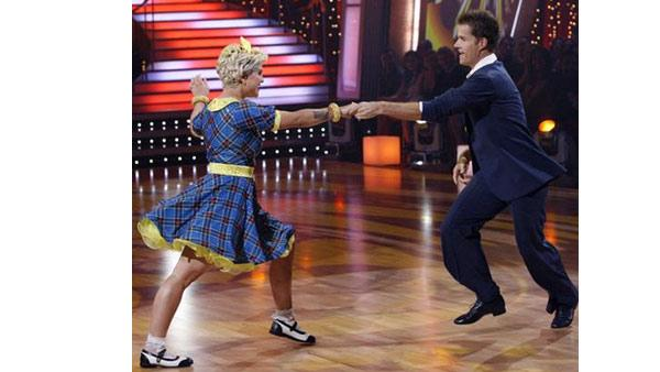 Kelly Osbourne and Louis Van Amstel perform during 'Dancing With the Stars,' October 26, 2009