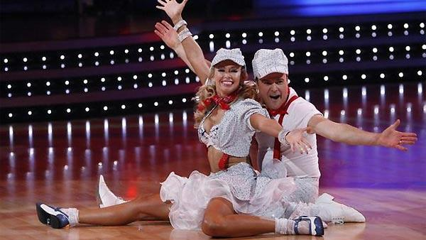 Donny Osmond and Kym Johnson perform during 'Dancing With the Stars,' October 26, 2009