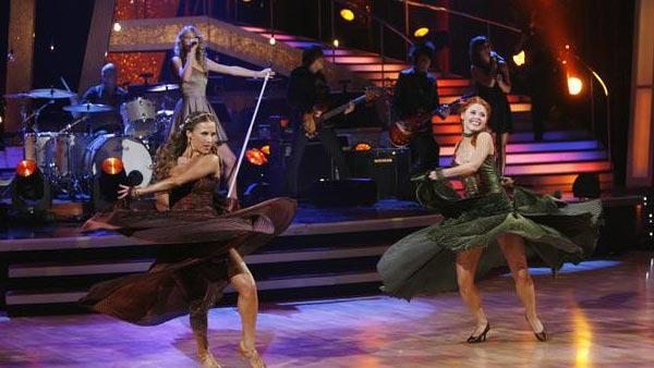 Taylor Swift debuts new song on 'Dancing With the Stars,' Oct. 27, 2009