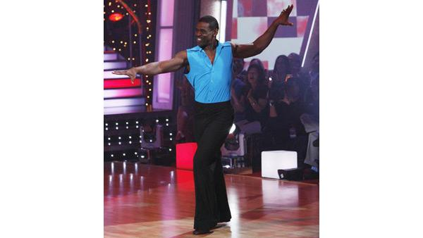 Michael Irvin and Anna Demidova perform on 'Dancing With the Stars,' Oct. 27, 2009