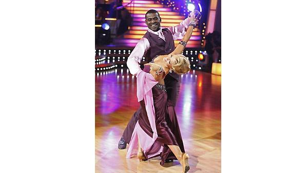 Michael Irvin and Anna Demidova perform during 'Dancing With the Stars,' Monday, November 2, 2009