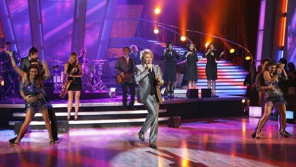 Rod Stewart performs on 'Dancing With the Stars,' Nov. 3, 2009.