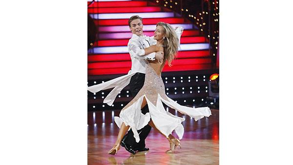 Joanna Krupa and Derek Hough perform during 'Dancing With the Stars,' November 9, 2009