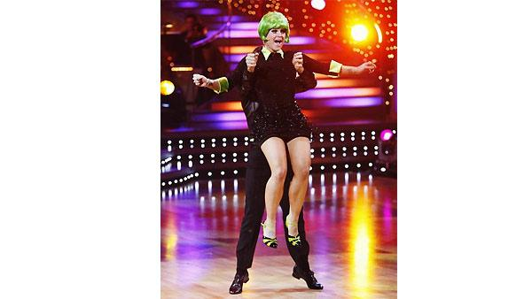 Kelly Osbourne and Louis Van Amstel perform during 'Dancing With the Stars,'  November 9, 2009