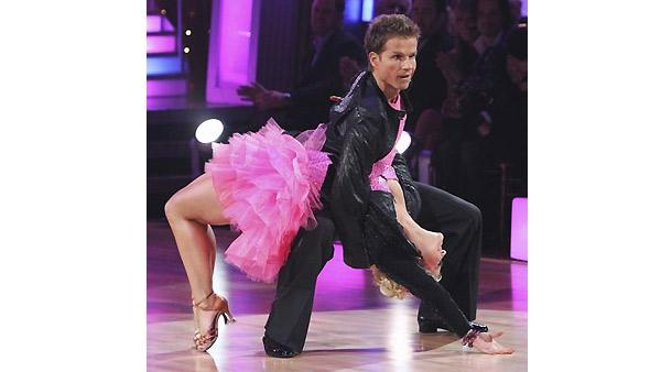 Kelly Osbourne and Louis Van Amstel perform during 'Dancing With the Stars,'  November 16, 2009