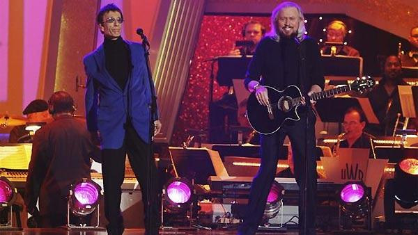 Barry Gibb and Robin Gibb from the legendary Bee Gees performed on 'Dancing With the Stars: The Results Show,' November 17, 2009