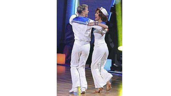 Nicole Scherzinger and Derek Hough perform on 'Dan