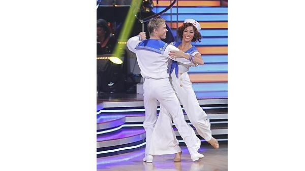 Nicole Scherzinger and Derek Hough perform on 'Dancing With the Stars