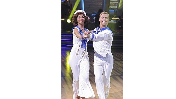 Nicole Scherzinger and Derek Hough perform on 'Dancing With the
