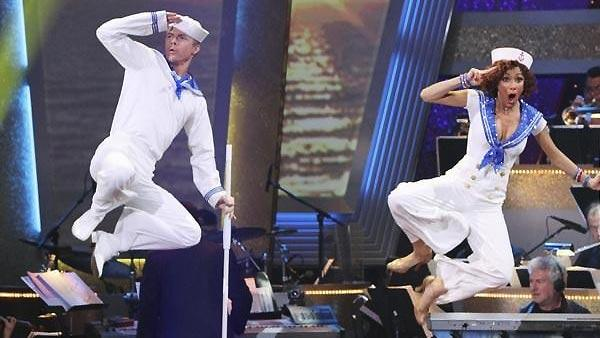 Nicole Scherzinger and Derek Hough perform on 'Dancing With the Stars,'
