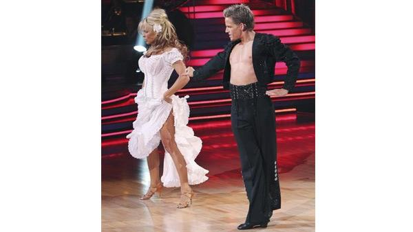 Pamela Anderson and Damian Whitewood perform on 'Dan