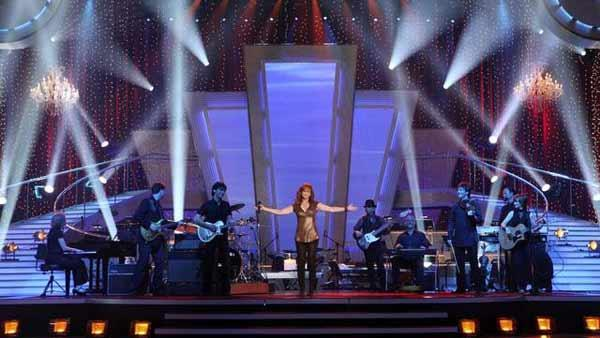 Country Superstar Reba McEntire performs on the results show of week three of 'Dancing With the St