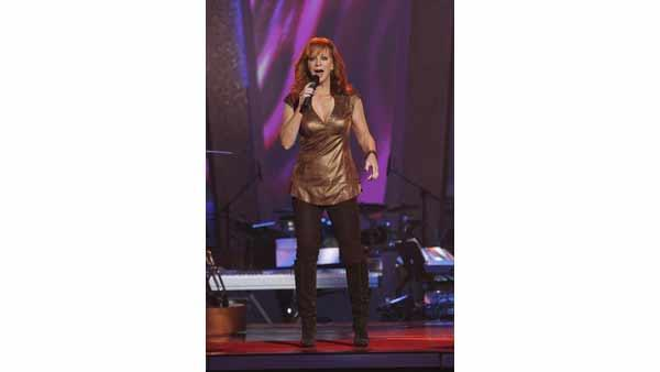 Country Superstar Reba McEntire performs on the results s