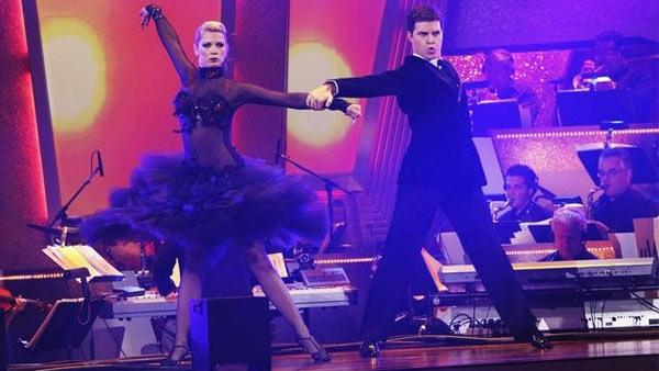 Professional dancers Anna Demidova and Jonathan Roberts perform on 'Dancing With the Stars,' Monday, April 12, 2010.