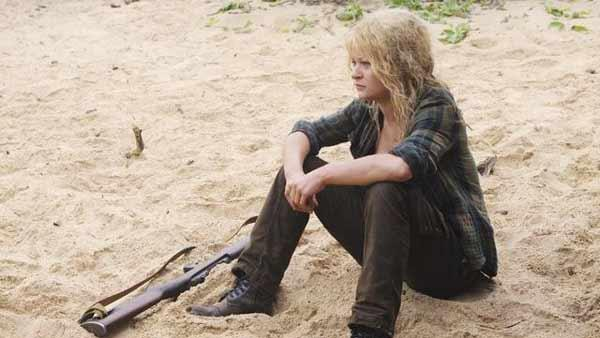 Claire Littleton (Emilie de Ravin) sits on the beach.