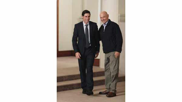 Jack Shephard (Matthew Fox) and John Locke (Terry O'Quinn)