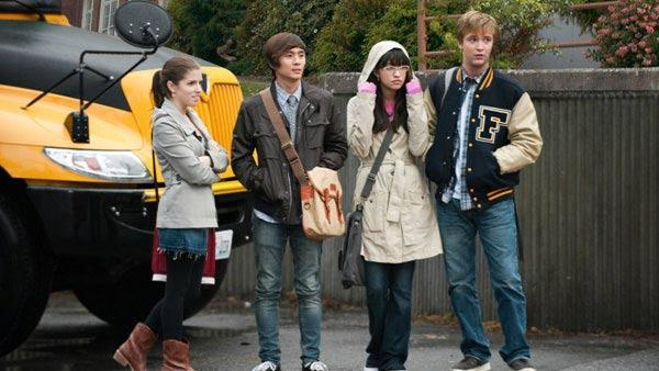 Jessica (Anna Kendrick), Eric (Justin Chon), Angela (Christian Serratos), Mike Newton (Michael Welch)