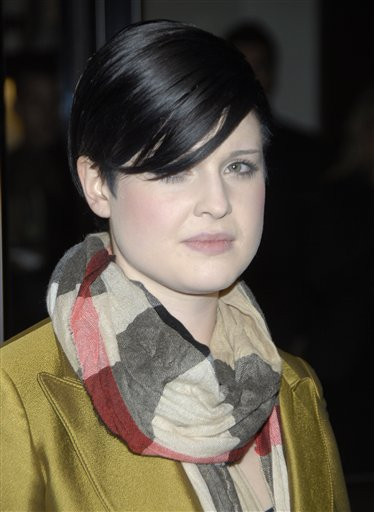 "<div class=""meta ""><span class=""caption-text "">Singer Kelly Osbourne poses on the press line at the reopening celebration of the Beverly Hills Burberry store in Beverly Hills, Calif. on Monday, Oct. 20, 2008.  (AP Photo/Dan Steinberg)</span></div>"