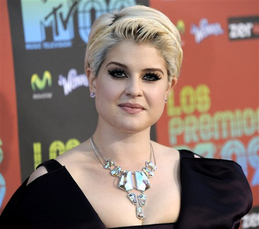 Kelly Osbourne arrives at the 'Los Premios MTV...