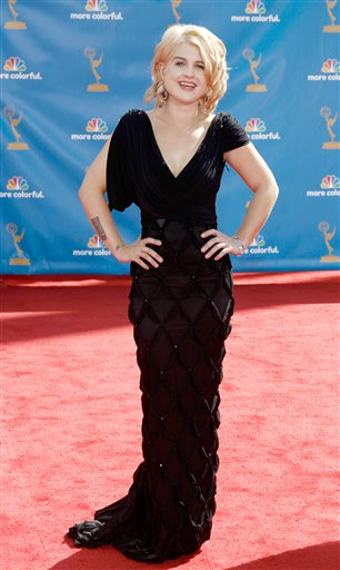 "<div class=""meta ""><span class=""caption-text "">Kelly Osbourne arrives at the 62nd Primetime Emmy Awards Sunday, Aug. 29, 2010, in Los Angeles. (AP Photo/Matt Sayles)</span></div>"