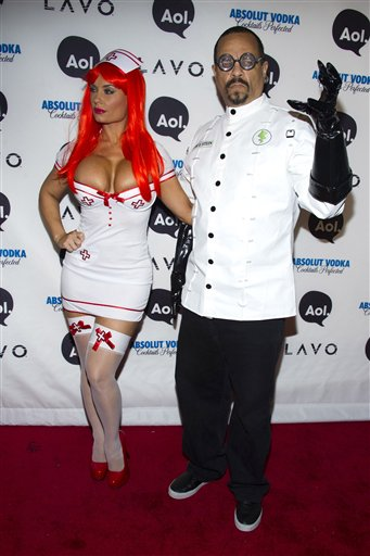 "<div class=""meta ""><span class=""caption-text "">Ice-T, right, and Nicole 'Coco' Austin arrives to Heidi Klum's Halloween Party in New York, Sunday, Oct. 31, 2010. ((AP Photo/Charles Sykes))</span></div>"