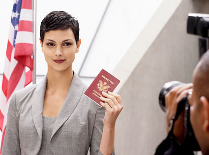 Tuesday, Jan. 4, 2011: &#39;V&#39; - This sci-fi series, a remake of a 1980s miniseries about lizard-like aliens who have invaded Earth and aim to bring their own idea of &#39;change,&#39; returns for a second season on ABC at 9 p.m. &#40;Pictured: Morena Baccarin as the evil alien leader, Anna, in &#39;V.&#39;&#41; <span class=meta>(ABC)</span>