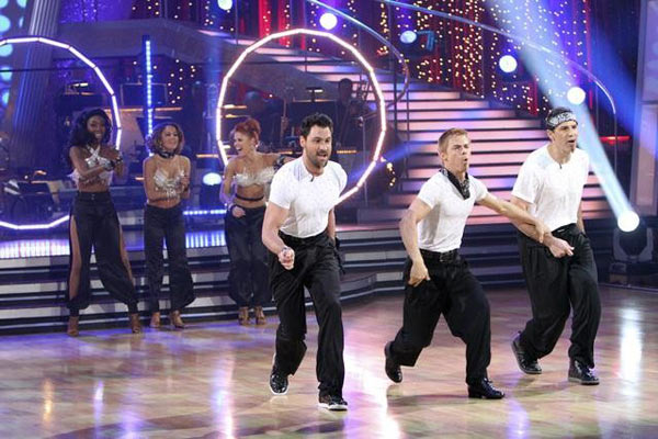 "<div class=""meta image-caption""><div class=""origin-logo origin-image ""><span></span></div><span class=""caption-text"">Brandy, Jennifer Grey, and Kurt Warner perform on Team Apolo for the cha cha dance off on 'Dancing With the Stars,' Monday, Nov. 1, 2010. The team scored a total of 27 out of 30 for their performance. (KABC Photo)</span></div>"