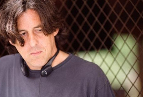 Cameron Crowe behind the scenes of the movie 'Elizabethtown'.