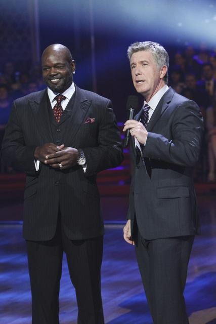 "<div class=""meta image-caption""><div class=""origin-logo origin-image ""><span></span></div><span class=""caption-text"">Emmitt Smith and show co-host Tom Bergeron on 'Dancing With the Stars,' Monday, Nov. 1, 2010. (ABC)</span></div>"