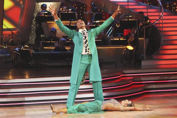 Rick Fox and Cheryl Burke perform a Quickstep on &#39;Dancing With the Stars,&#39; Monday, Nov. 1, 2010. The judges gave the couple 37 out of 40 for individual and 24 points for winning dance marathon for a total 61 out of 70. <span class=meta>(KABC Photo)</span>