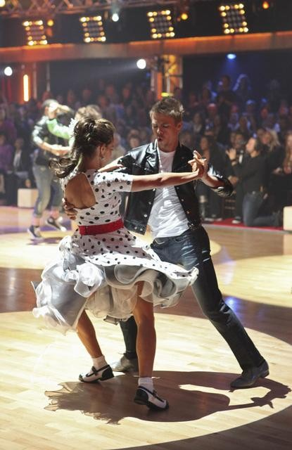 Jennifer Grey and Derek Hough perform during the dance marathon on &#39;Dancing With the Stars,&#39; Monday, Oct. 25, 2010. <span class=meta>(ABC Photo&#47;Adam Larkey)</span>