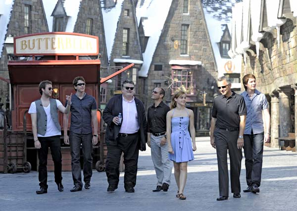 &#39;Harry Potter&#39; film stars Robbie Coltrane, Matthew Lewis, Emma Watson, and Oliver and James Phelps began their sneak peek tour of The Wizarding World of Harry Potter by entering Hogsmeade. The group was invited to Universal Orlando Resort for a first-look at the immersive environment, and spent the day visiting many of the iconic locations made famous in the popular Harry Potter series. <span class=meta>(Photo courtesy of Universal Orlando Resort)</span>