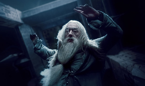 "<div class=""meta ""><span class=""caption-text "">Michael Gambon (Professor Albus Dumbledore) appears in a scene from 'Harry Potter and the Deathly Hallows - Part 1.' (Warner Bros. Pictures)</span></div>"