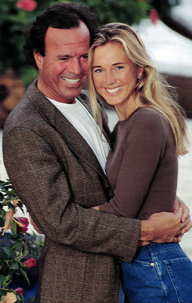 Spanish singer Julio Iglesias and Dutch model Miranda Rijnsburger tied the knot in August 2010 after being together for some 20 years.  The couple has five children.