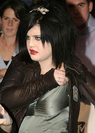 Actress and singer Kelly Osbourne arrives for the MTV Europe Music Awards in Edinburgh, Scotland, Thursday, Nov. 6, 2003. <span class=meta>(AP Photo&#47;Sang Tan)</span>