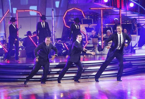 "<div class=""meta image-caption""><div class=""origin-logo origin-image ""><span></span></div><span class=""caption-text"">Rick Fox, Kyle Massey, and Mark Ballas perform on Team Kristi for the cha cha dance off on 'Dancing With the Stars,' Monday, Nov. 1, 2010. The team scored a total of 24 out of 30 for their performance. (KABC Photo)</span></div>"