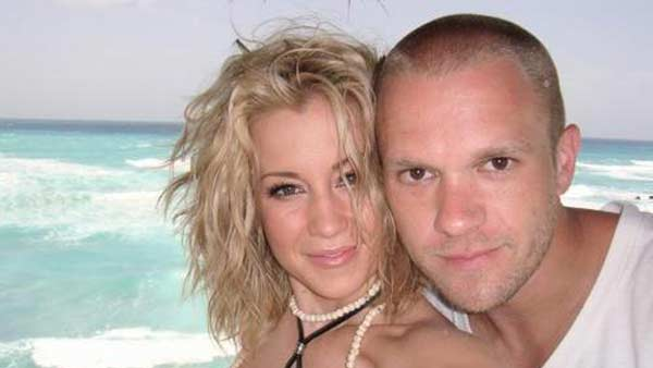 Kellie Pickler, a country singer and &#39;American Idol&#39; alum, married songwriter Kyle Jacobs on Jan. 1, 2011 in a &#39;small, intimate ceremony on a private island in the Caribbean.&#39; He proposed during a romantic evening on a Florida beach in June 2010. <span class=meta>(twitter.com&#47;kelliepickler)</span>