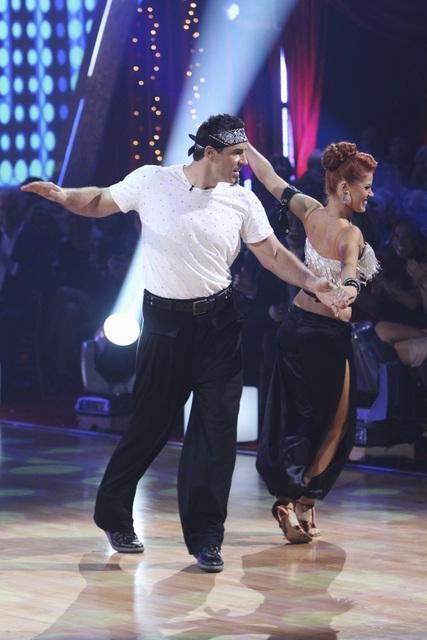 Kurt Warner and Anna Trebunskaya perform on Team Apolo for the cha cha dance off on &#39;Dancing With the Stars,&#39; Monday, Nov. 1, 2010. The team scored a total of 27 out of 30 for their performance. <span class=meta>(KABC Photo)</span>
