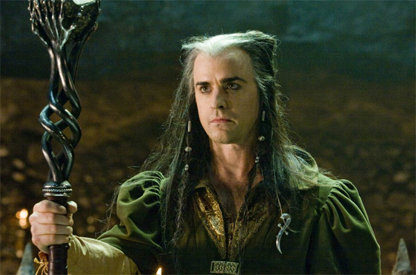 Justin Theroux as the evil wizard Leezar in the...