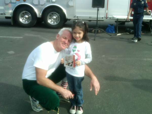 A girl joined Garth the Elf to help Stuff-A-Bus at Ontario Mills on Friday, Dec.3, 2010. <span class=meta>(KABC)</span>