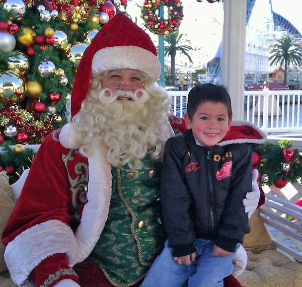 Mickey&#39;s first picture with Santa! <span class=meta>(ABC7 Photo&#47;Johnny Torres)</span>