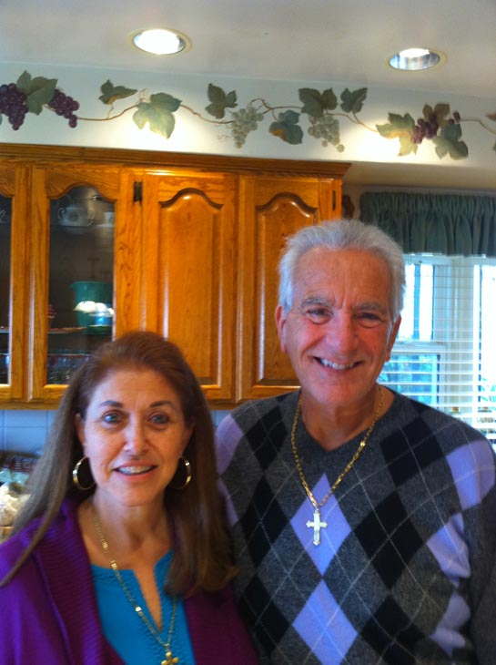 "<div class=""meta ""><span class=""caption-text "">Happy holidays from Anthony and Carol Amalfitano. (ABC7 Photo/ Mariea Mattera)</span></div>"